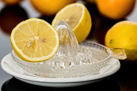 Iniziare la giornata con acqua e limone: ecco i suoi benefici