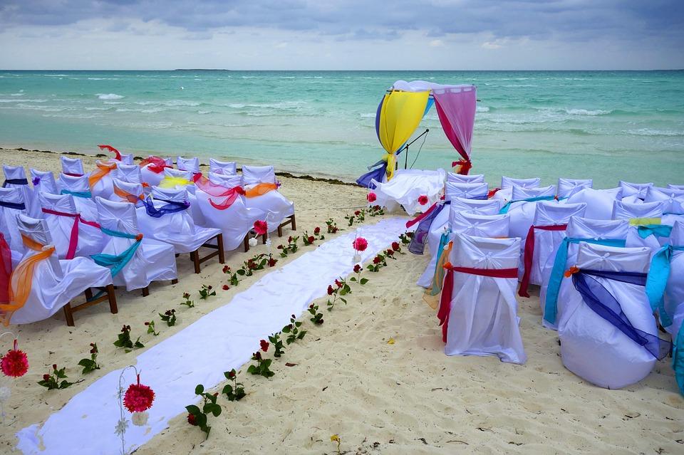 Un banchetto di matrimonio al mare
