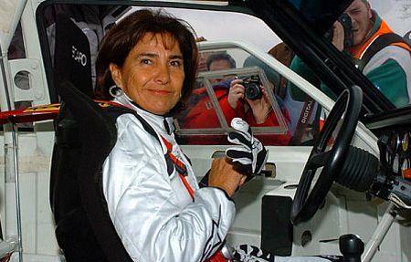 Donne al volante più prudenti degli uomini